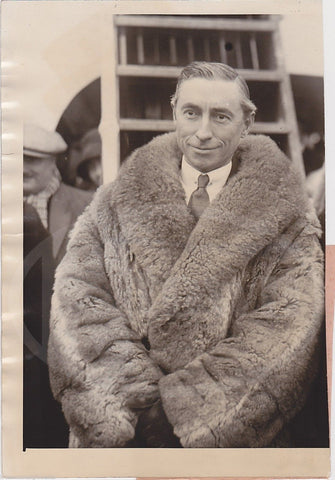 HUGH GIBSON FOREIGN MINISTER TO SWITZERLAND IN FUR COAT NEWS PRESS PHOTO 1926 - K-townConsignments
