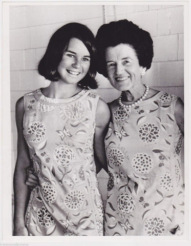 ROSE KENNEDY & KATHLEEN KENNEDY WEARING SAME DRESS VINTAGE NEWS PRESS PHOTO - K-townConsignments