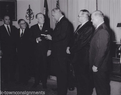 PRESIDENT LYNDON JOHNSON LBJ VINTAGE 1960s POLITICAL PRESS PHOTO - K-townConsignments