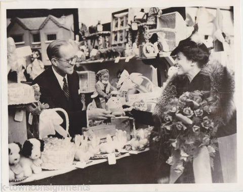 JOSEPH & MRS. KENNEDY LONDON TOY STORE VINTAGE 1938 PRESS PHOTO - K-townConsignments