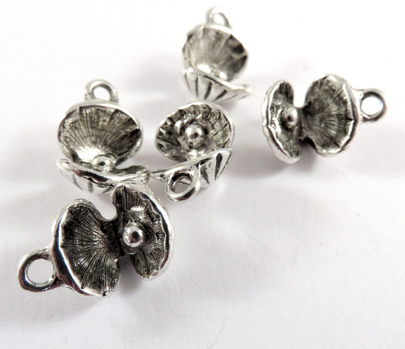 Antique Silver Charms, Oyster Shell Drops 3D Sea Shells with Pearls 15x10mm - 5 pcs. - DC3036-AS5