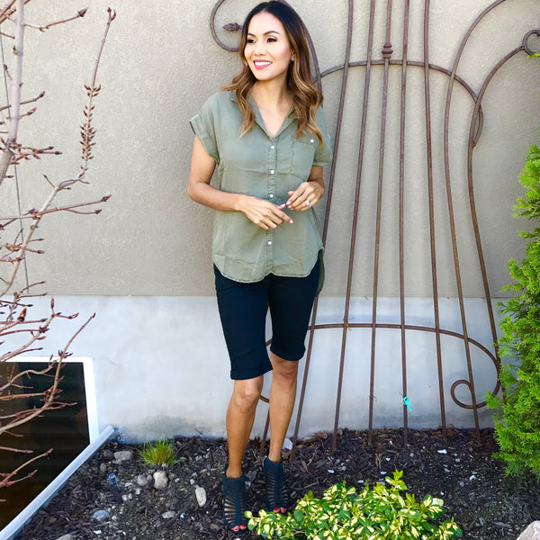 cuffed tencel top in olive