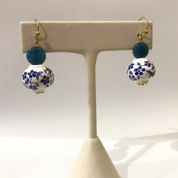 IJ-62 925/YG B/W CERAMIC BEAD WITH CHALCEDONY EARRING -C