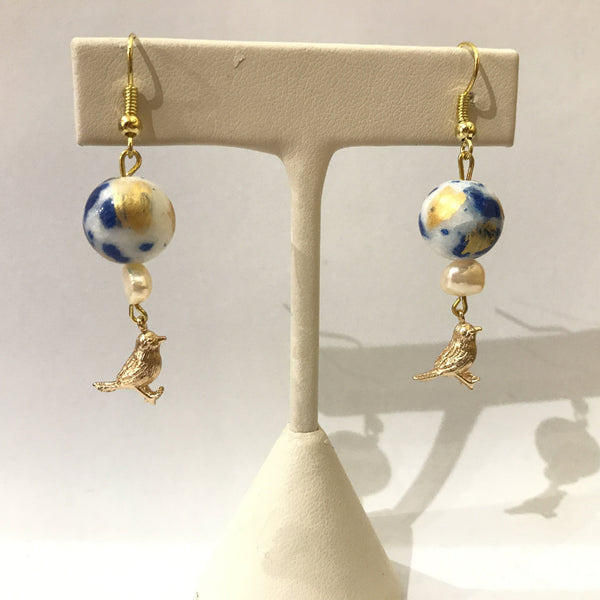 IJ-52 925/YG BLUE CERAMIC BEAD WITH PEARL EARRING -C