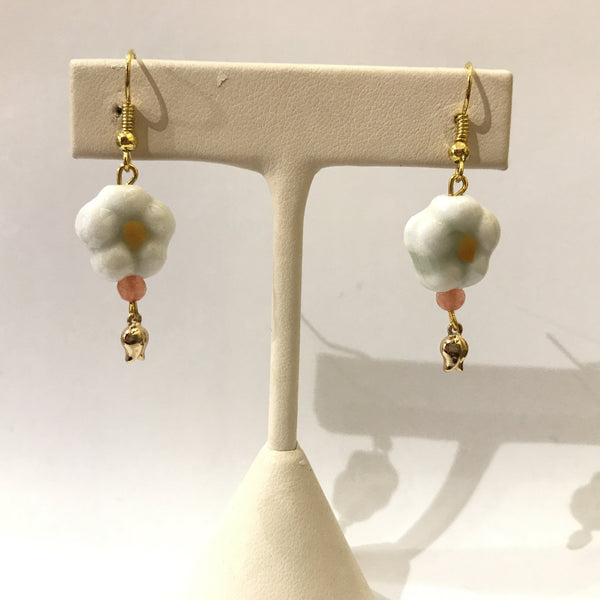 IJ-49 925/YG CERAMIC FLOWER BEAD WITH AGATE EARRING -C
