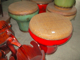 COFFEE TABLE DRUM RATTAN TOP CH-120* OLD PIECE*