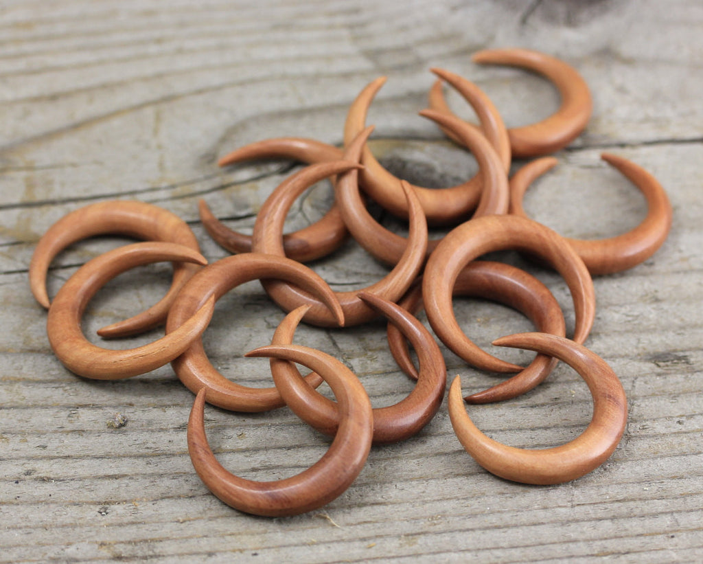 1 Piece Hand Carved Rose Wood Crescent Moon Natural Organic Jewelry Supplies, Beading, Crafts and Arts, Unique Accessories, DIY Jewelry