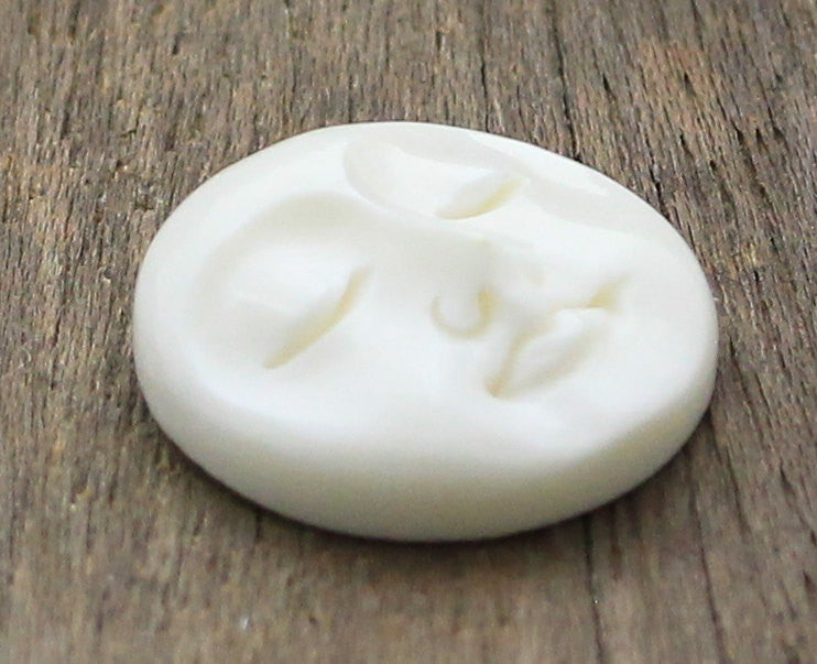 20mm Moon Face Cabochon, Carved Bone - Eyes Close, Buddha Face, Meditation, Round Cabochon, Clothing Embellishment Button  B058