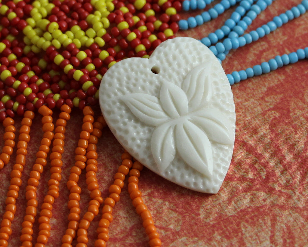 Floral Heart Carved Pendant Drilled Collectible Romantic Gifts & Jewelry Primitive Bohemian Designs Jewelry Finding Wholesale Supply B136