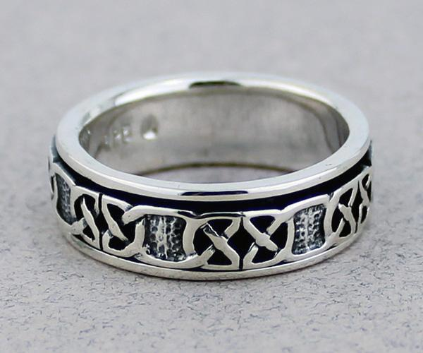 Celtic Spinner Ring -- DragonSpace