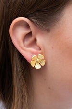 Load image into Gallery viewer, My Doris Single Flower Earrings
