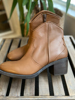 Load image into Gallery viewer, Unisa Vintage Boots HALF PRICE
