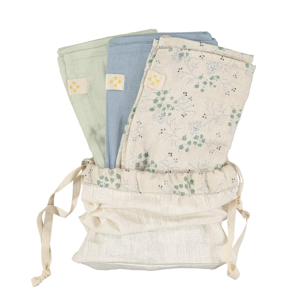 Beautiful set of 3 muslin squares for a new mum and baby comes in a storage bag, perfect for a gift comes in Minako cornflower print, cornflower and mint by camomile london