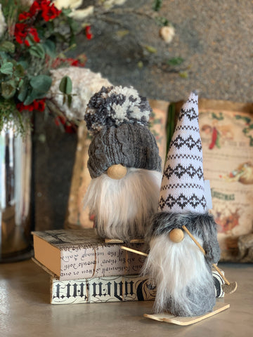 SET OF 2 GNOMES WITH SKIS