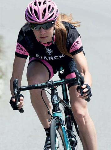 2016 Bianchi Milano Women's Eddi1 Jersey in action!