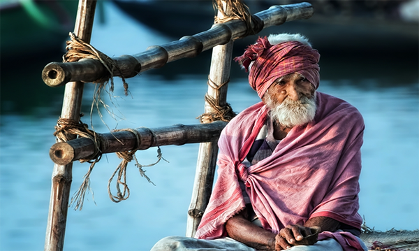 The old man and the Ganges-Piet Flour- NiQOO