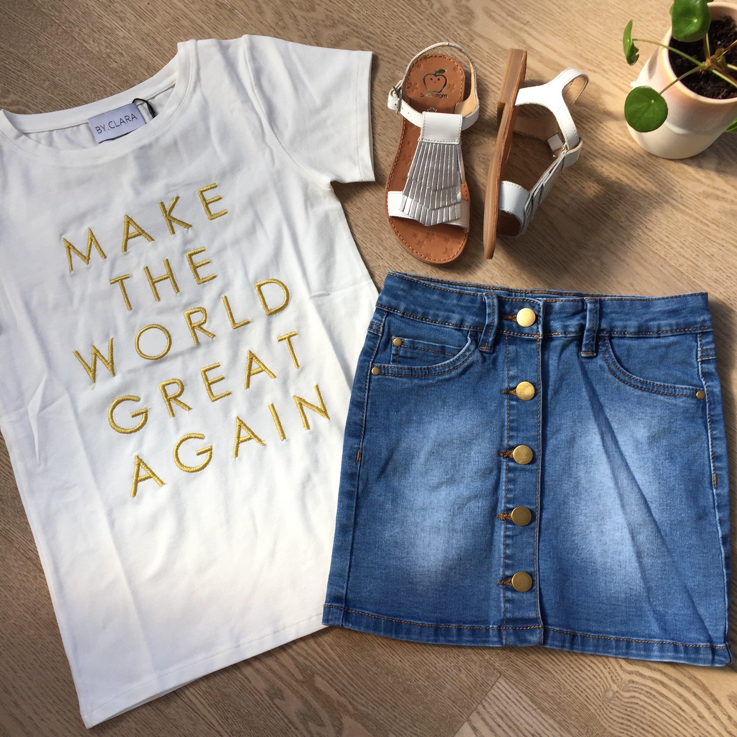 byClaRa - T-shirt, Make The World Great Again - Ivory