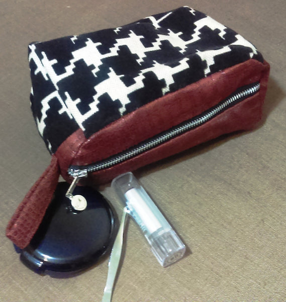 MC MAKE-UP BAG
