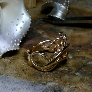 Swan Ring 9ct Gold, the perfect irish jewelry gift for her! Also comes in sterling silver!!