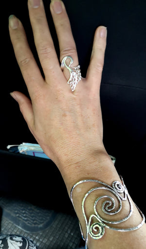 Elegant Children Of Lir Swan Ring