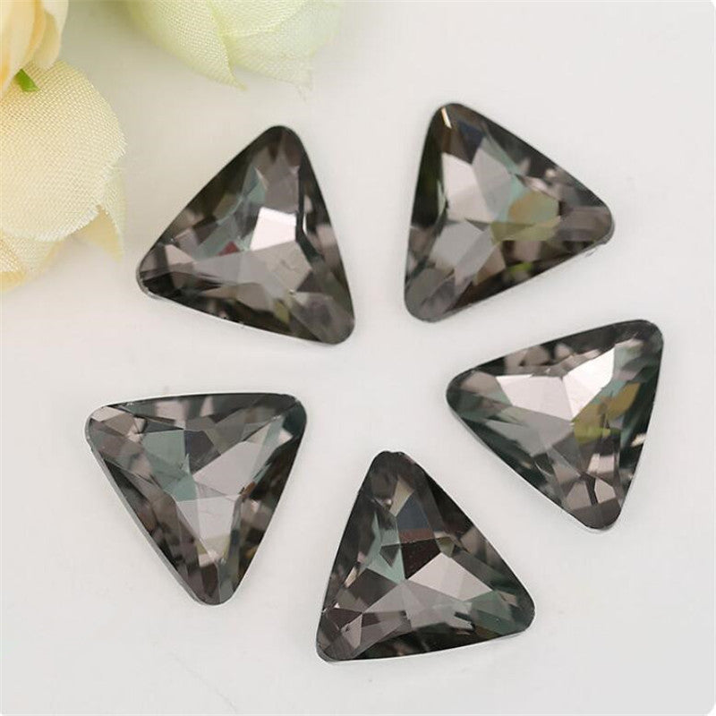 14mm Smoky Gray Glass Triangle Pointback Chatons Rhinestones - 10pcs