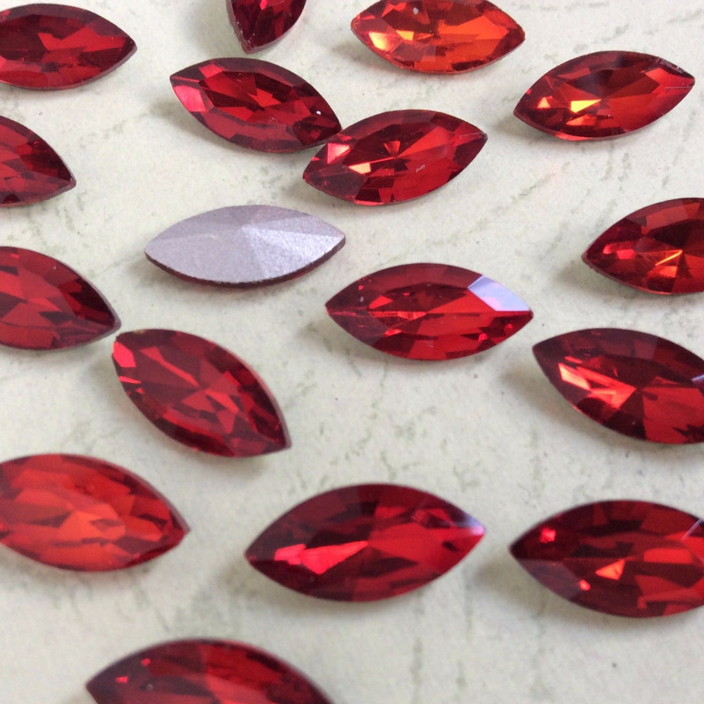 13x27mm Red Glass Marquis Pointback Chatons Rhinestones - 10pcs