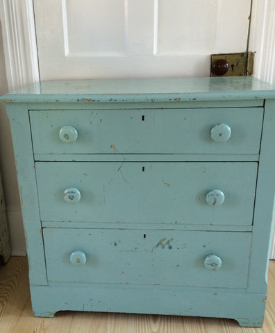 vintage chest of drawers...