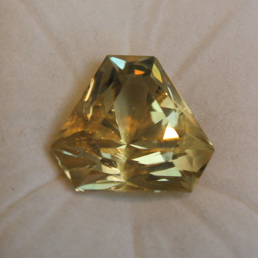 Bytownite  59.46 cts.  -  Hexagon
