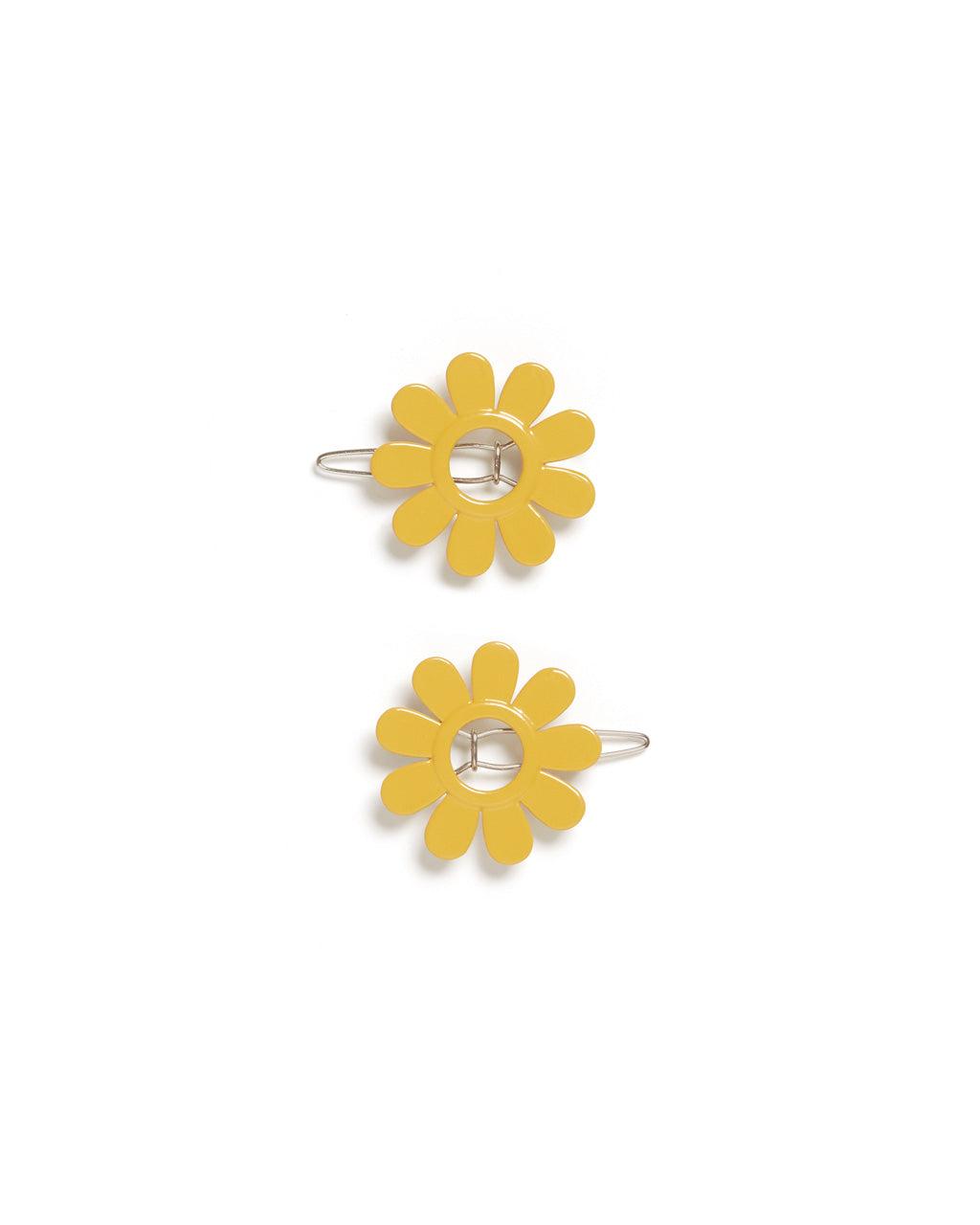 This enamel barrette comes in a bright yellow daisy design.