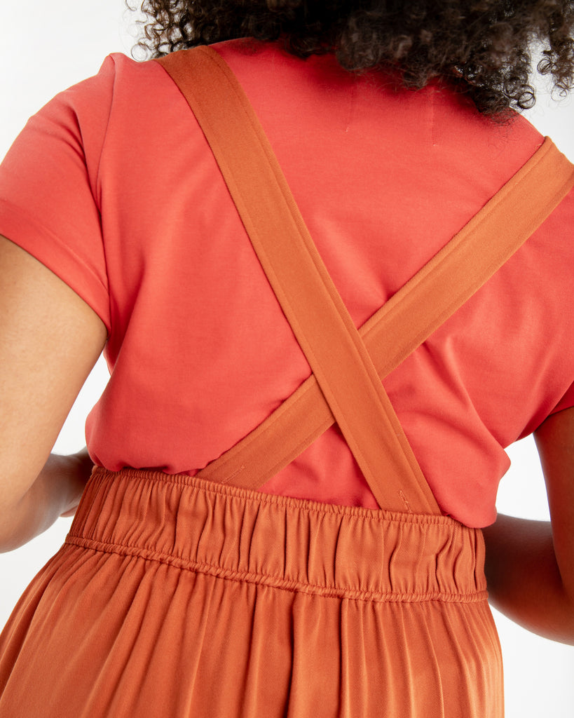 Elastic waist back and straps that can be worn straight or crisscross.