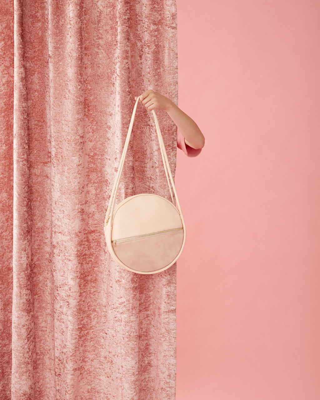 The Amigo Circle Bag is always down to hang.