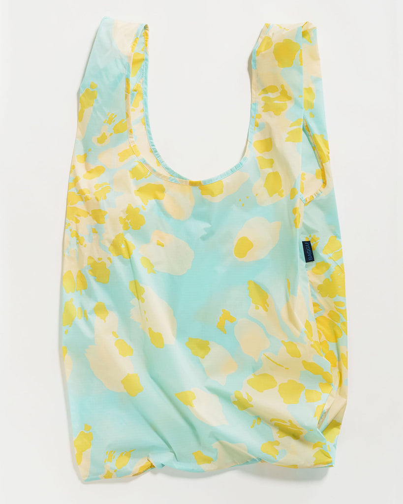 big baggu shown in aqua tie dye pattern