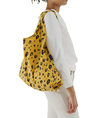 This standard baggu comes in leopard print.