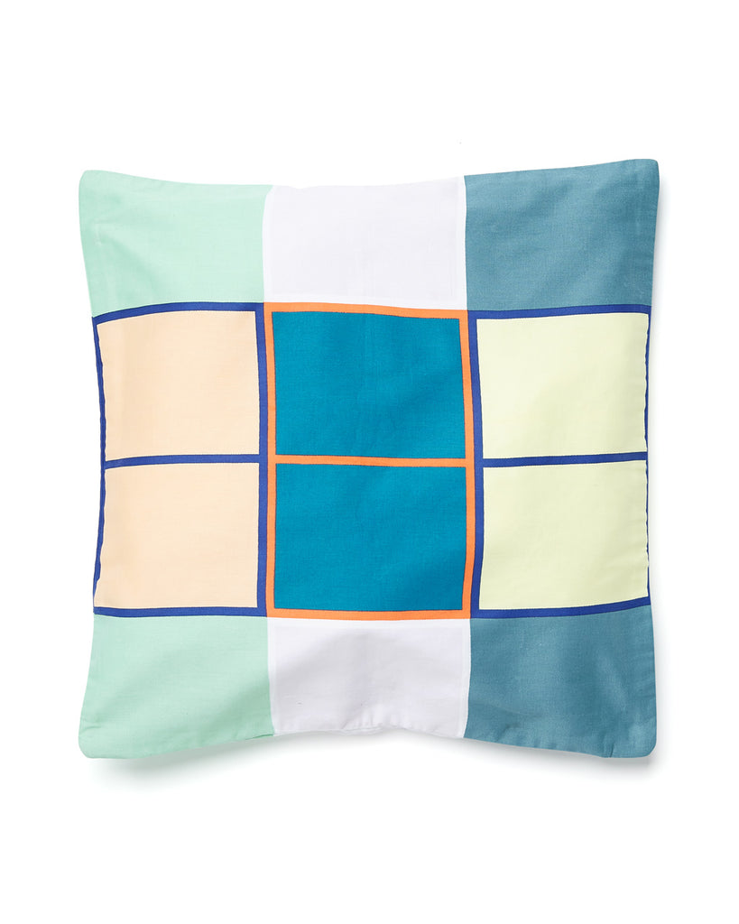 Windowpaned pattern pillow case.