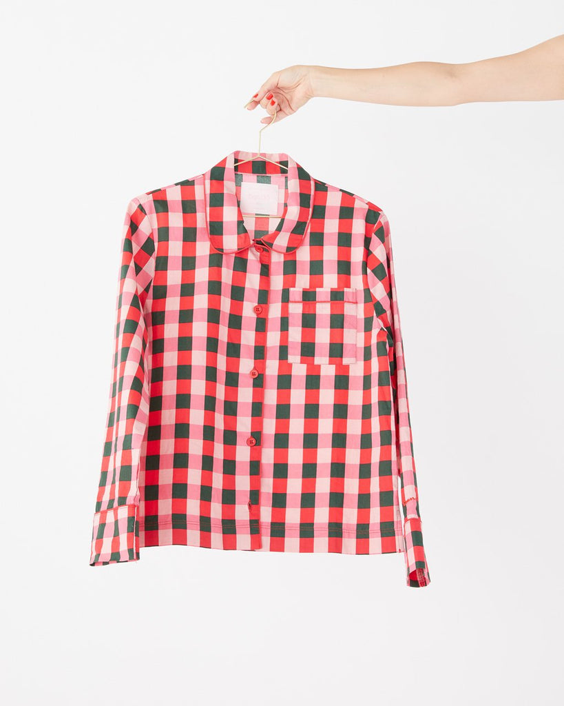 Plaid long sleeve leisure shirt.