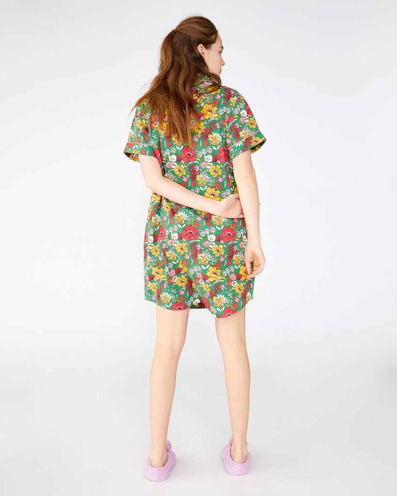 short sleeve leisure dress with a classic length