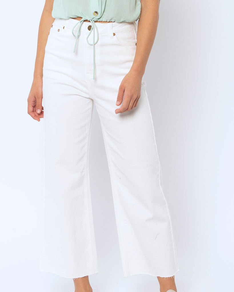 on figure shot of vintage white jeans
