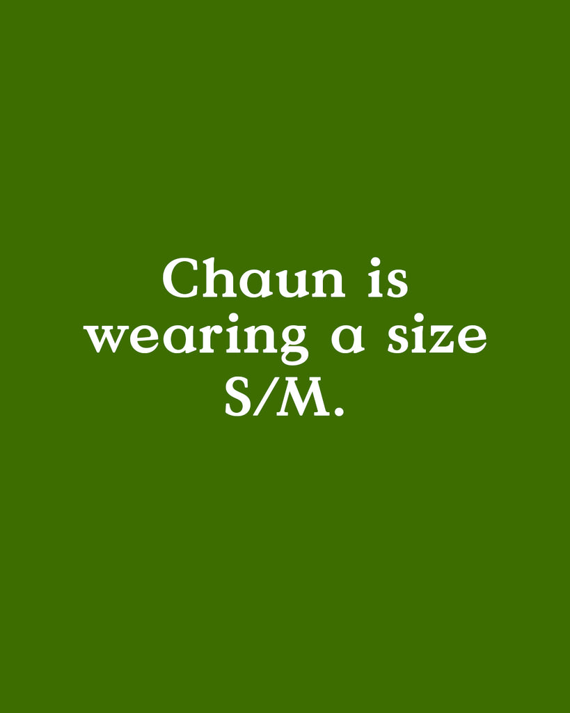 Chaun is wearing a size S/M.