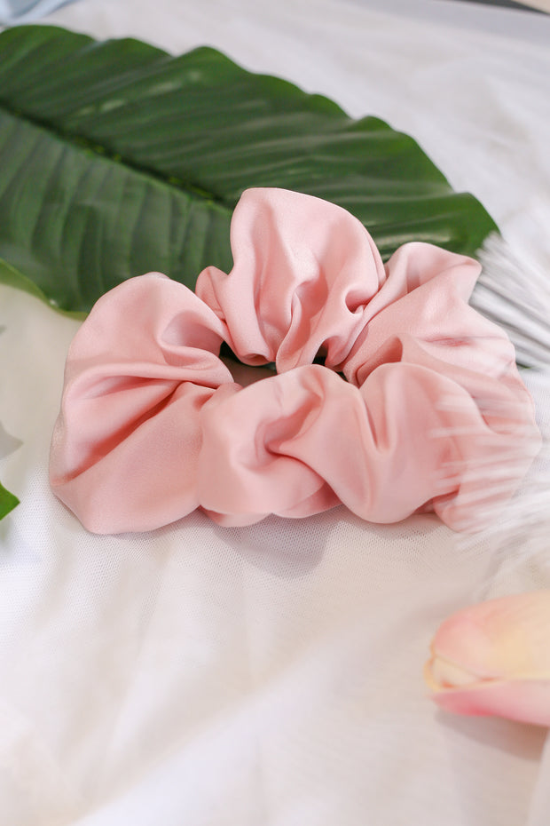 Satin Scrunchie – Pale Pink