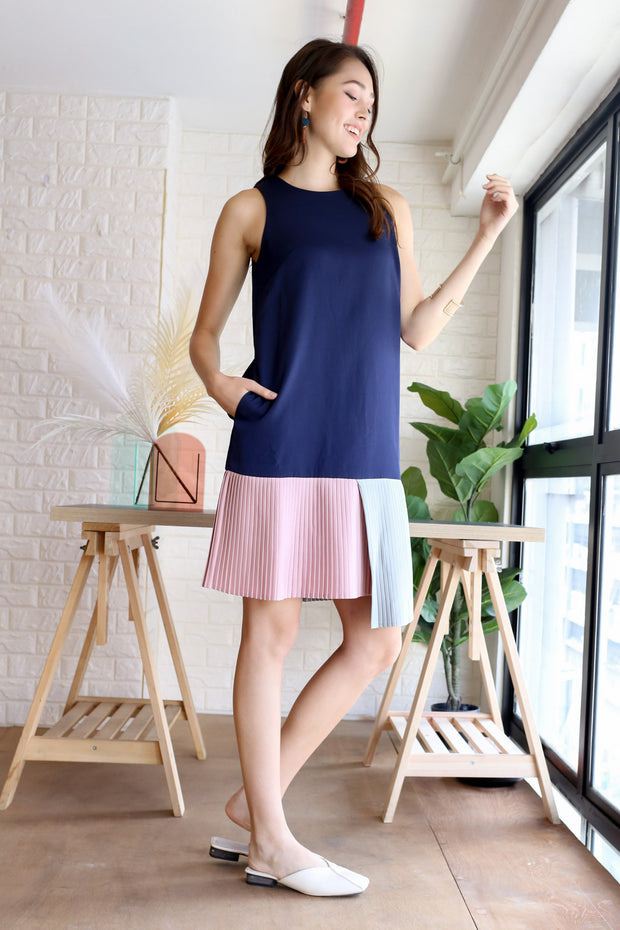Rue Colourblock Pleated Dress – Navy