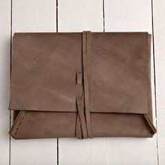Essential Clutch Soft Brown Suede