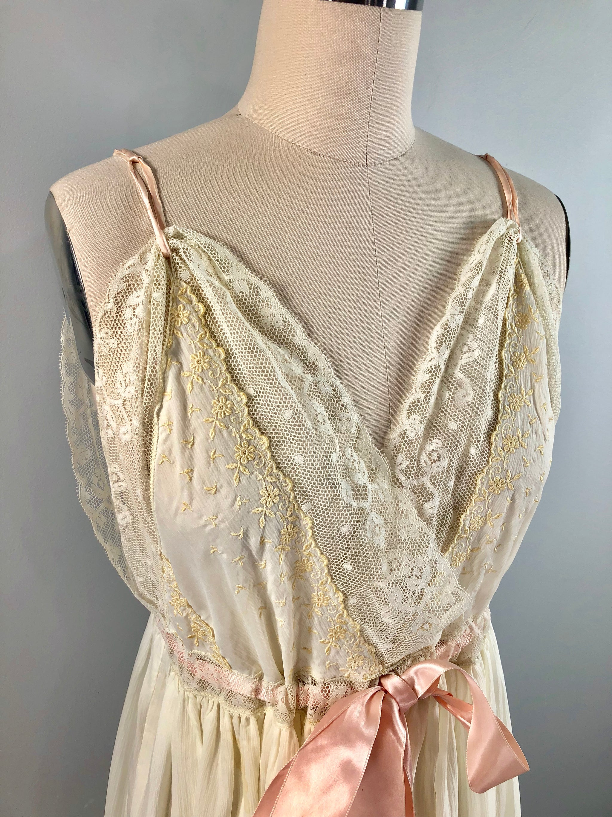 Iris Vintage 50s 1950s White Lace Embroidered Night Gown Dress 32 34 ...