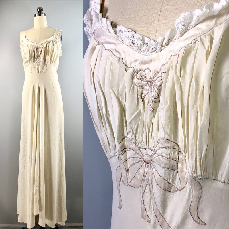 Juel Park Bergdorf Goodman Vintage 40s 1940s Ivory Silk Negligee Gown 34 bust