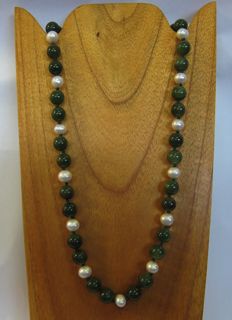 JADE AND PEARL BEADED NECKLACE, 20 INCH
