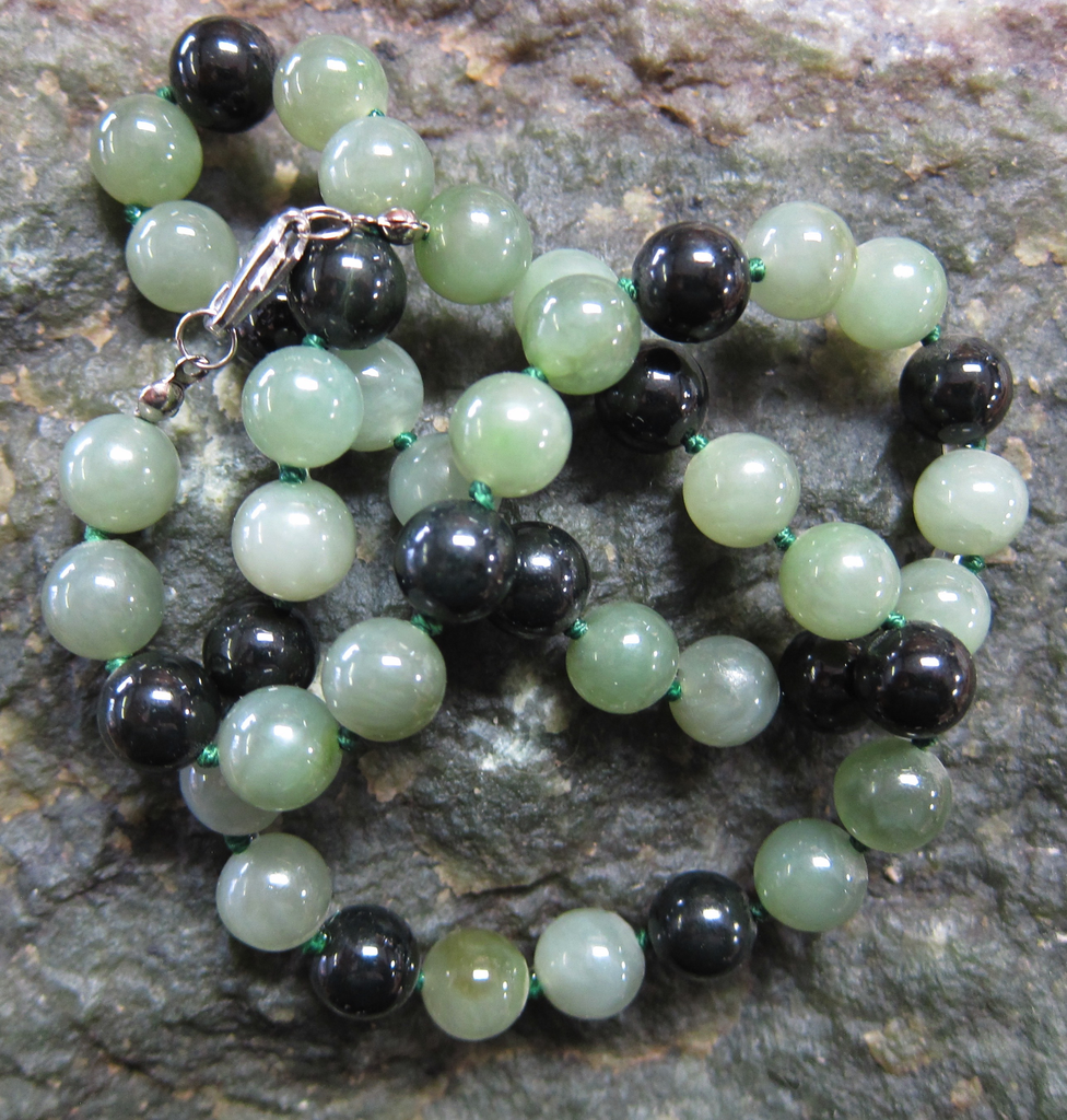 JADE BEADED NECKLACE, 20 INCH