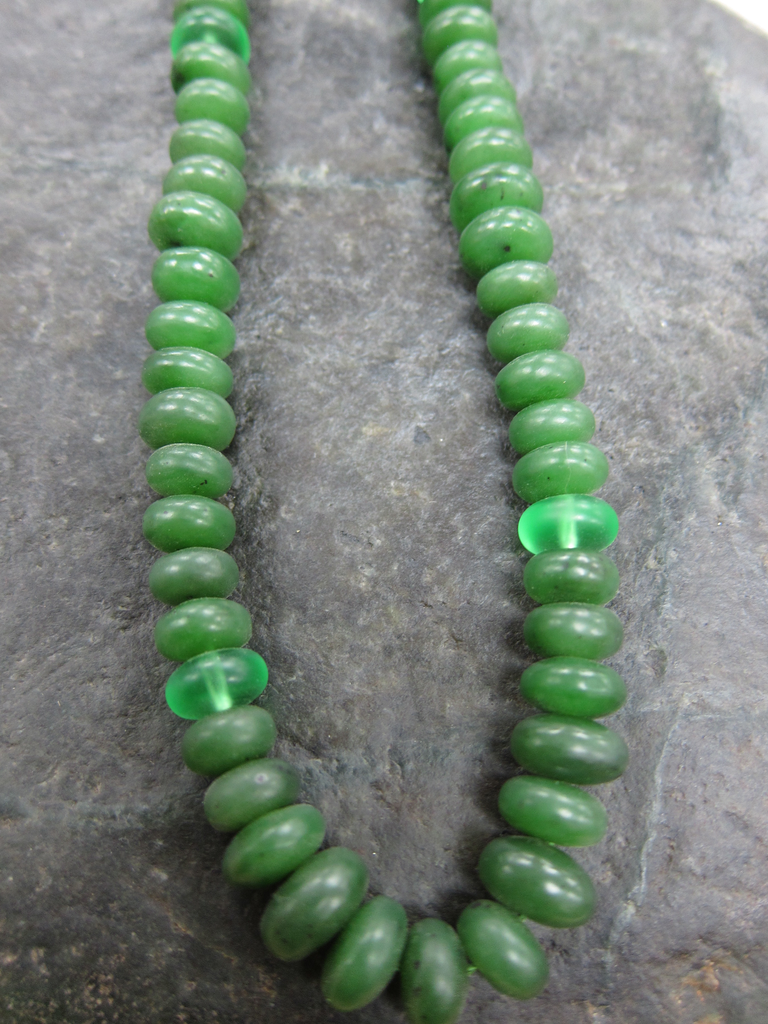 JADE BEADED NECKLACE, 17 INCH