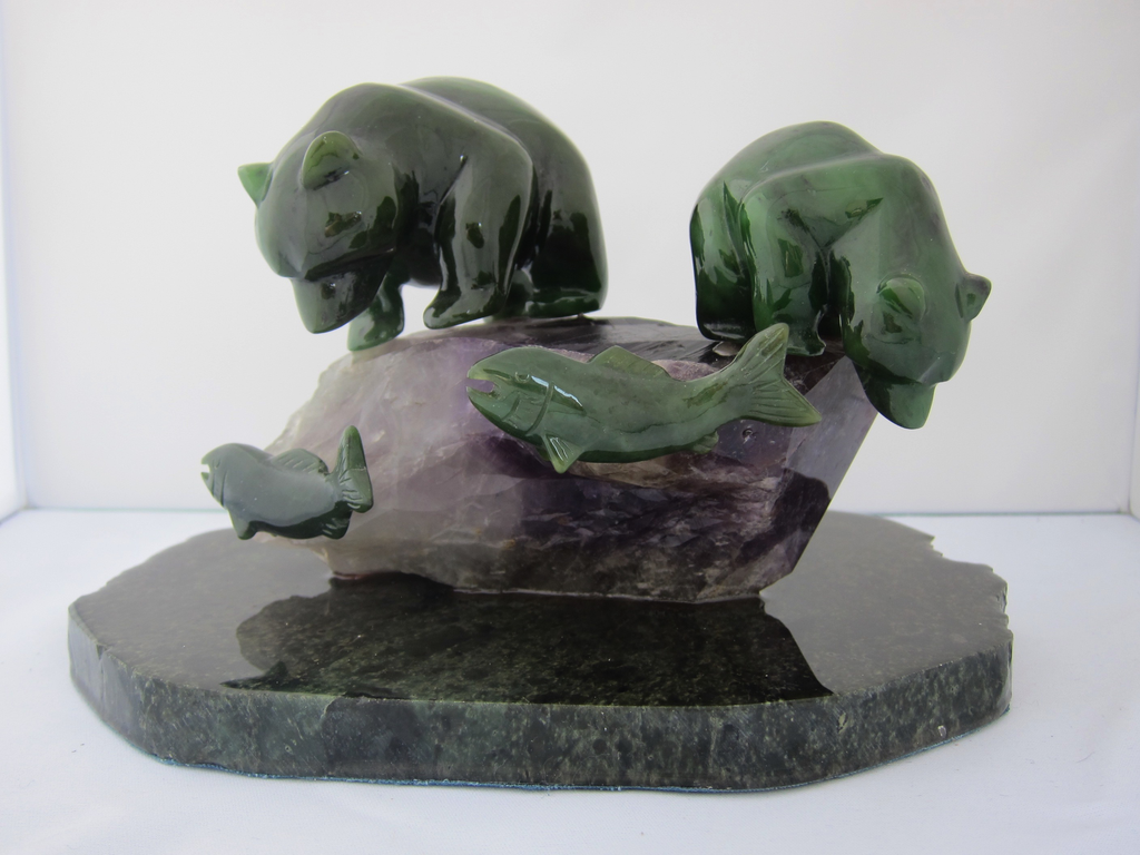JADE BEARS ON AMETHYST FISHING