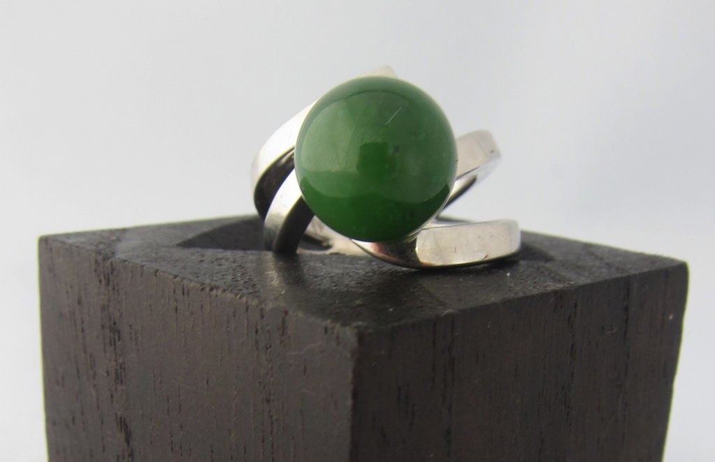 "JADE BALL ""S"" CURVE RING"