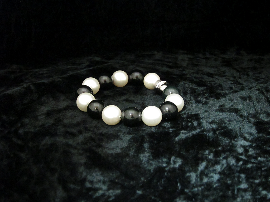 BLACK JADE BEAD WITH PEARLS BRACELET, 14 MM BEADS, MAGNETIC CLASP