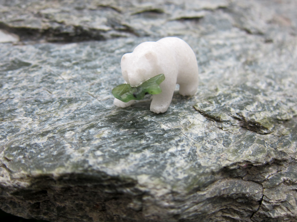 STAR MARBLE BEAR WITH JADE FISH